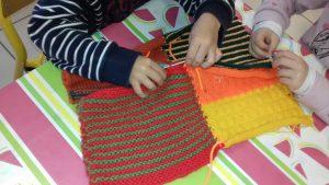 Apres- midi goûter, tricot-thé et petite couture sur la place du village