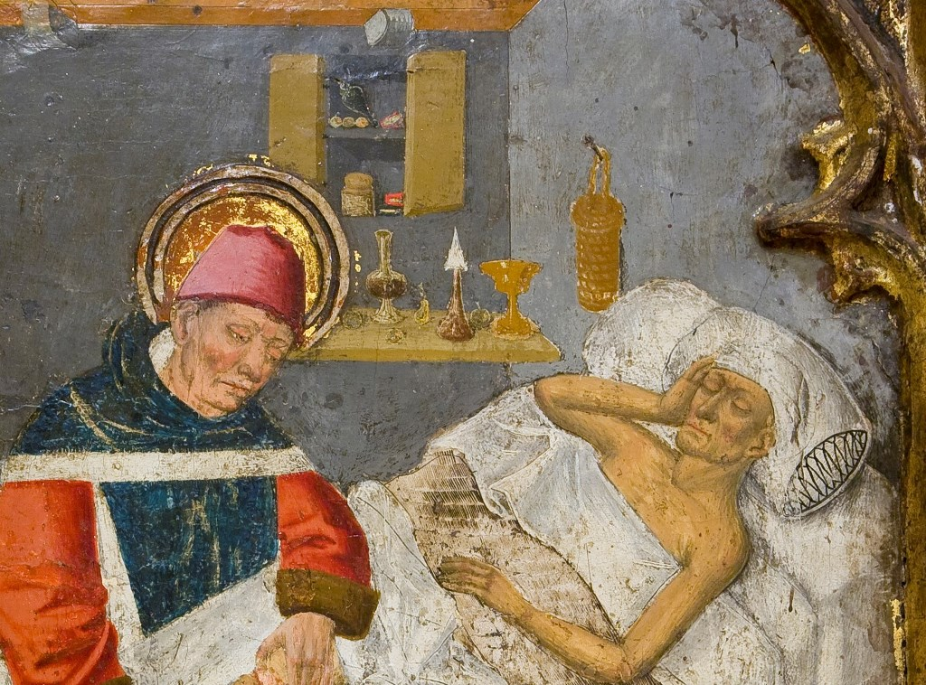 Détail du retable de St Jean l'Evangéliste, St Côme et St Damien, et ustensiles en verre