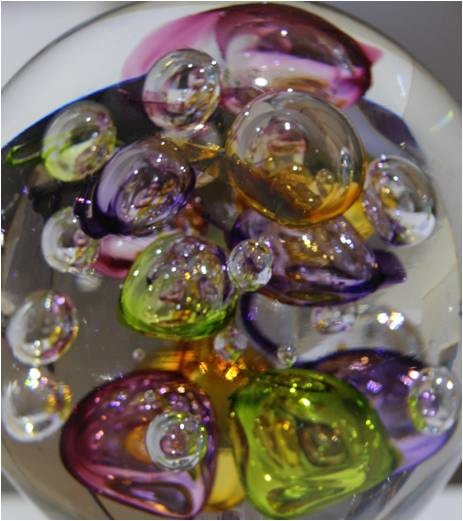 presse papier avec bulles colorées de Jorges Mateus (souffleur à la canne)